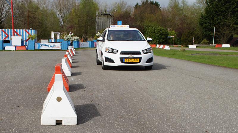 je rijbewijs halen begint met leren rijden op ons oefenterrein